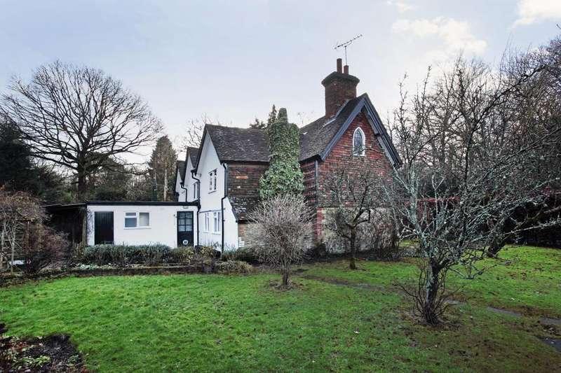 3 Bedrooms Semi Detached House for rent in Cherry Tree Cottages, Godden Green, Sevenoaks, Kent