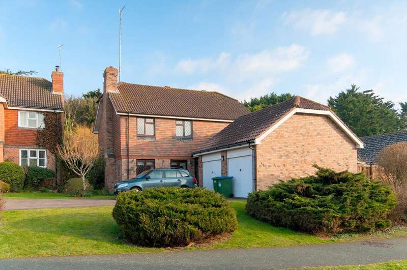 4 Bedrooms House for sale in Princess Drive, Seaford, East Sussex, BN25 2TS