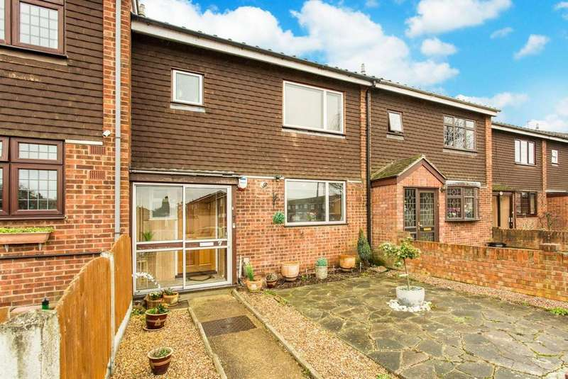 3 Bedrooms Terraced House for sale in Theydon Gardens, Rainham, Essex, RM13