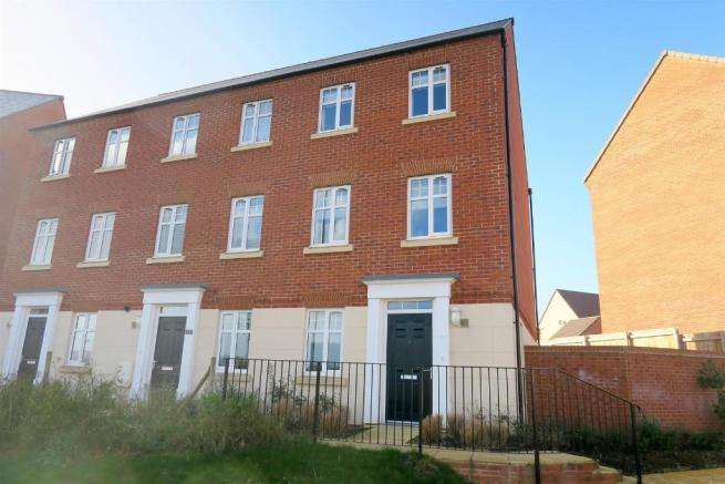 3 Bedrooms Town House for sale in Port Stanley Close, Taunton TA2