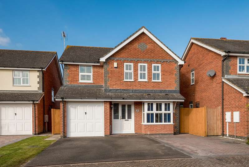 4 Bedrooms Detached House for sale in Centurion Walk , Park Farm , Ashford TN23