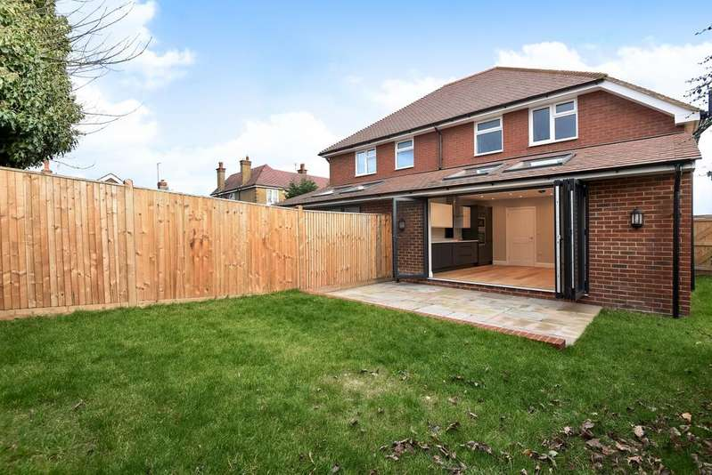 3 Bedrooms Semi Detached House for sale in Arbuthnot Lane Bexleyheath DA5