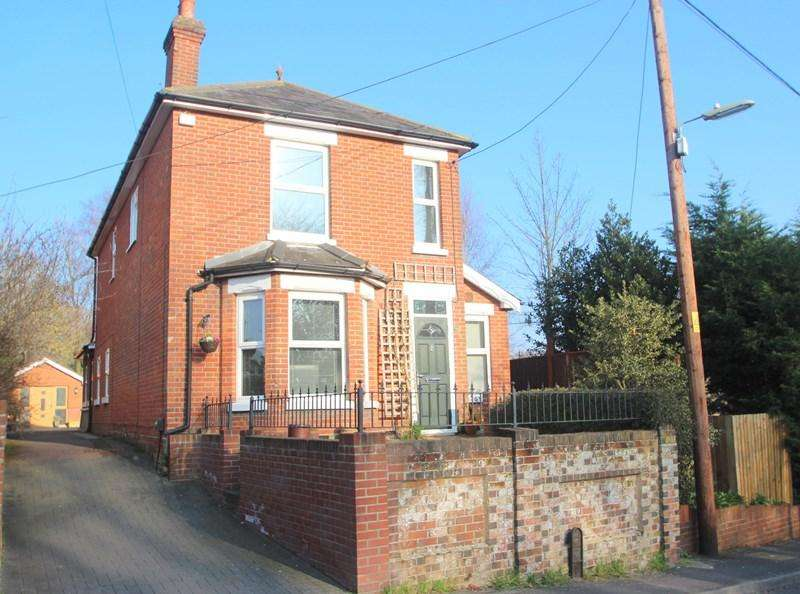 4 Bedrooms Detached House for sale in Woolston Road, Netley Abbey, Southampton