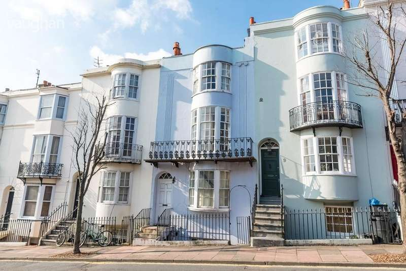 2 Bedrooms Apartment Flat for sale in Egremont Place, Brighton, BN2