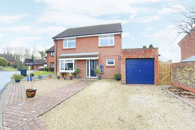 3 Bedrooms Property for sale in Cunnington Close, Devizes