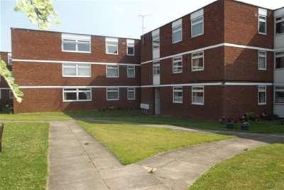 2 Bedrooms Flat for rent in Ridgeway Court, Aylesbury