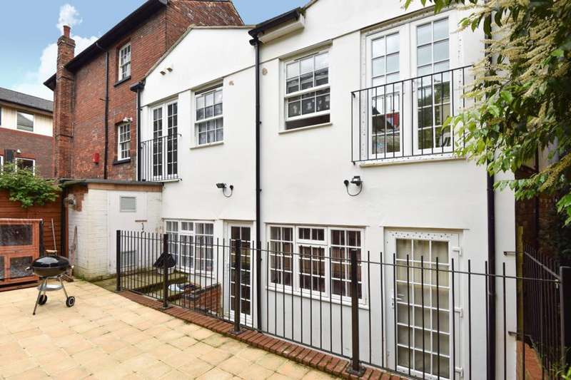 1 Bedroom Flat for sale in Town Centre, High Wycombe, Buckinghamshire, HP11