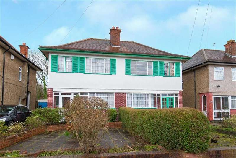 6 Bedrooms Semi Detached House for sale in Newlyn Gardens, Rayners Lane, Middlesex