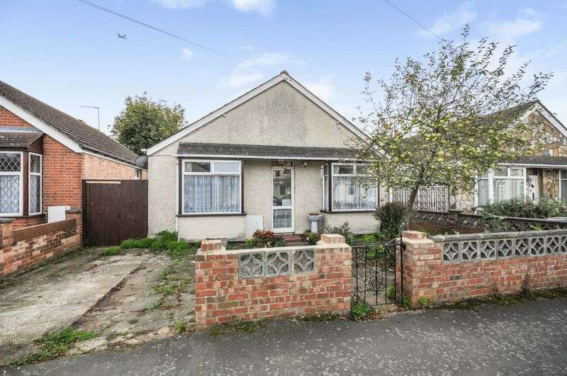 3 Bedrooms Property for sale in Goring Road, Staines