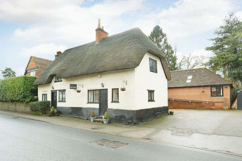 3 Bedrooms Property for sale in 78 High Street Littleton Panell, Devizes