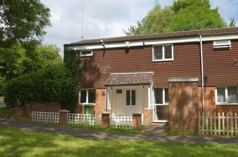 3 Bedrooms Property for rent in Farnborough Close, Redditch