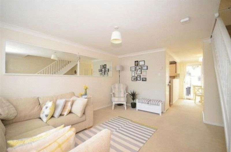 3 Bedrooms Property for sale in Stoneybrook, Horsham