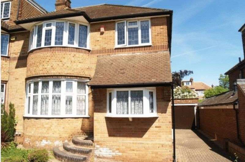3 Bedrooms Property for rent in Chiddingfold, Woodside Park, London, N12 7EY