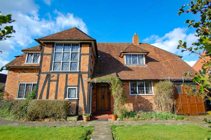 4 Bedrooms Detached House for sale in Oval Way, Gerrards Cross, SL9
