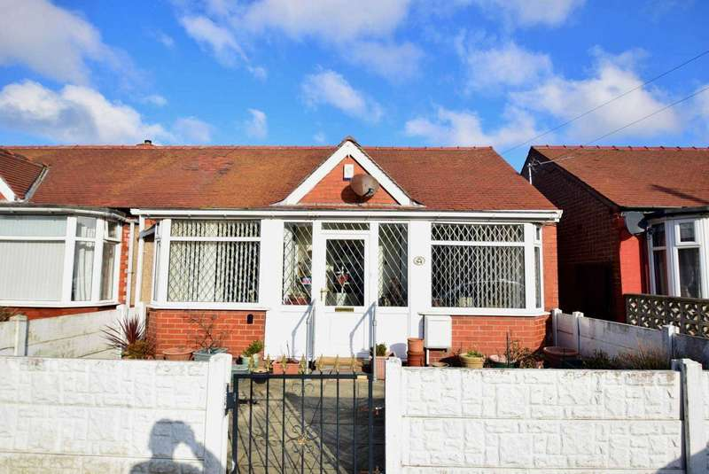 2 Bedrooms Semi Detached Bungalow for sale in Collyhurst Avenue, Blackpool