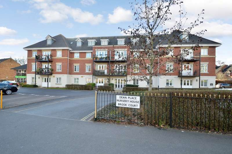 2 Bedrooms Flat for sale in Dean Place, Chandlers Ford
