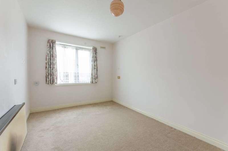 1 Bedroom Flat for sale in Park Avenue, Enfield Town, EN1