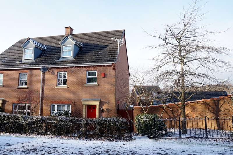 4 Bedrooms Town House for sale in Blacksmith Close, Oakdale, Blackwood, NP12