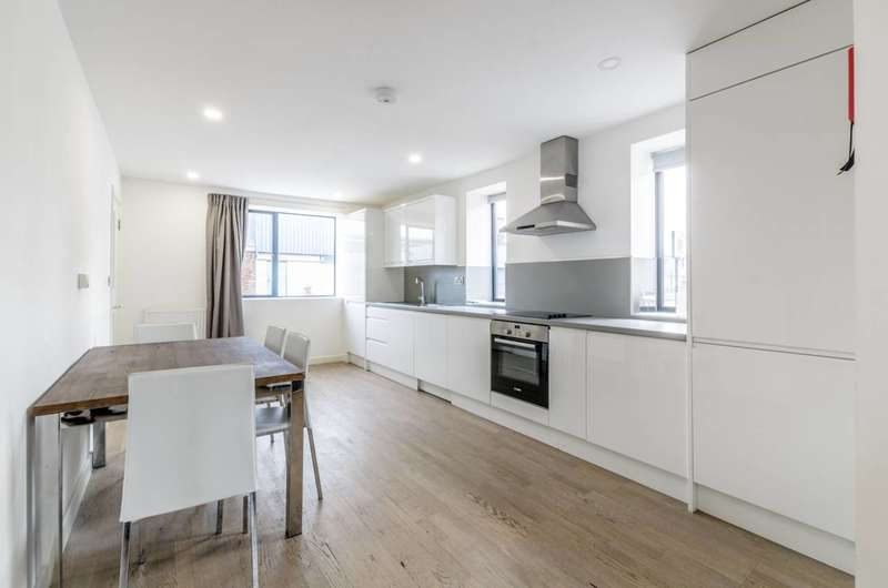 3 Bedrooms Maisonette Flat for rent in Butchers Road, Canning Town, E16