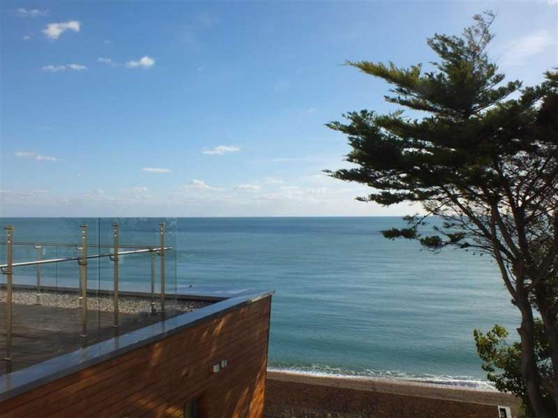2 Bedrooms Apartment Flat for sale in Radnor Cliff, Folkestone, Kent, CT20