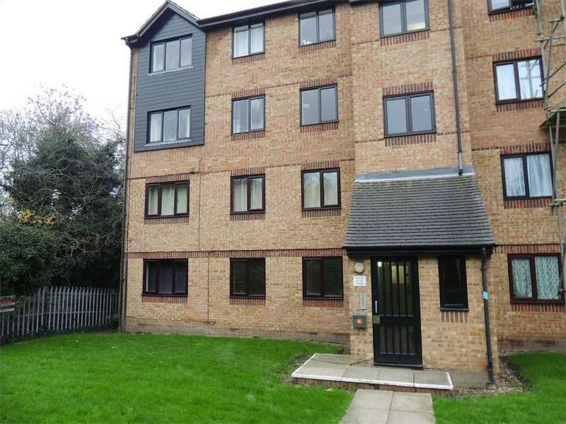 2 Bedrooms Flat for sale in Waterville Drive, Vange, Basildon