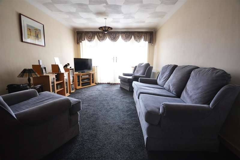 3 Bedrooms Terraced House for rent in Camden Close, Chadwell St.Mary