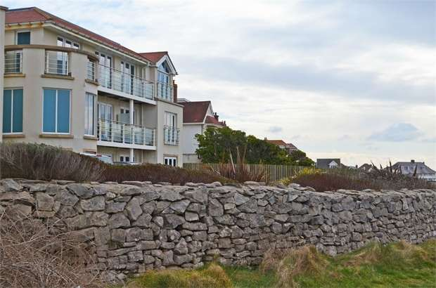 2 Bedrooms Flat for sale in Locks Common Road, Porthcawl, Mid Glamorgan