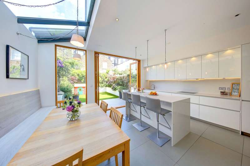 5 Bedrooms Terraced House for sale in Hillier Road, London, SW11