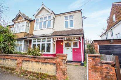 3 Bedrooms Semi Detached House for sale in Monmouth Road, Watford, Hertfordshire, .