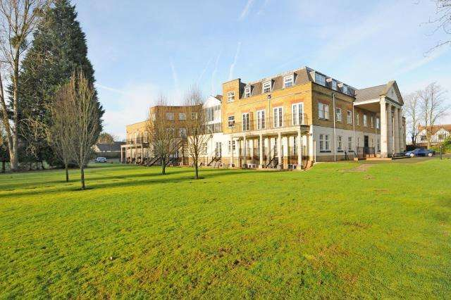 3 Bedrooms Flat for sale in Winkfield, Windsor, SL4