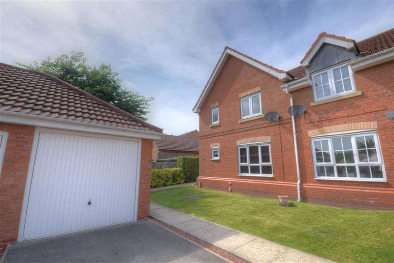 3 Bedrooms End Of Terrace House for sale in Wheeldale Court, Bridlington, YO16 6RU