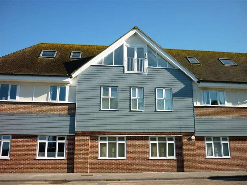 2 Bedrooms Penthouse Flat for sale in Lakewood Road, Highcliffe, Christchurch, BH23 5NX
