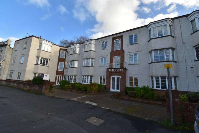 2 Bedrooms Flat for sale in Charminster Road , Charminster