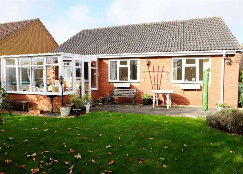 3 Bedrooms Bungalow for sale in Bonnetable Road, Horncastle, Lincs, LN9 6RH