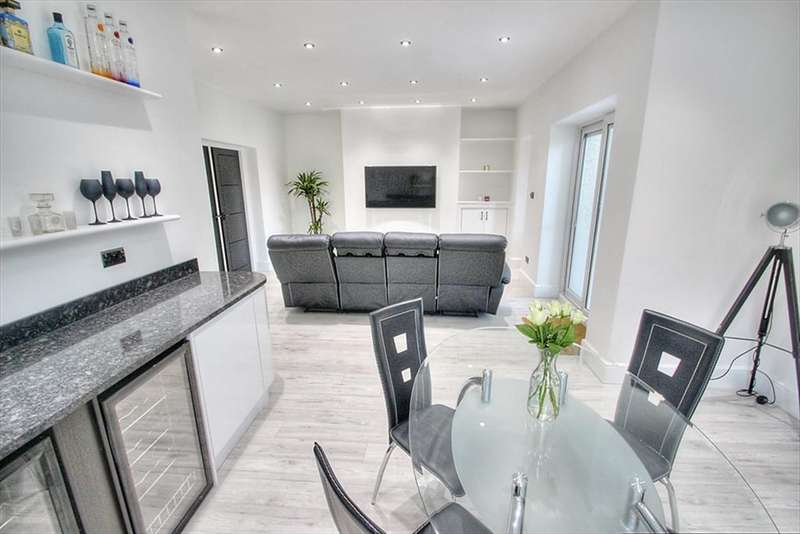 2 Bedrooms Flat for sale in Florence Avenue, Gateshead, NE9 5SQ