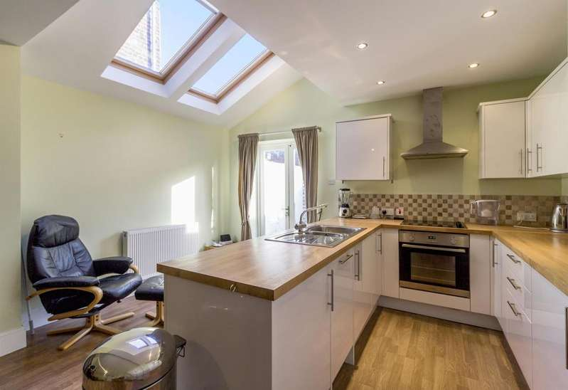 3 Bedrooms Terraced House for sale in Adelaide Street, York, YO23 1DL