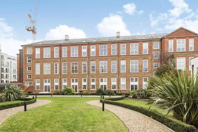 3 Bedrooms Apartment Flat for sale in Enfield Road, Haggerston, N1