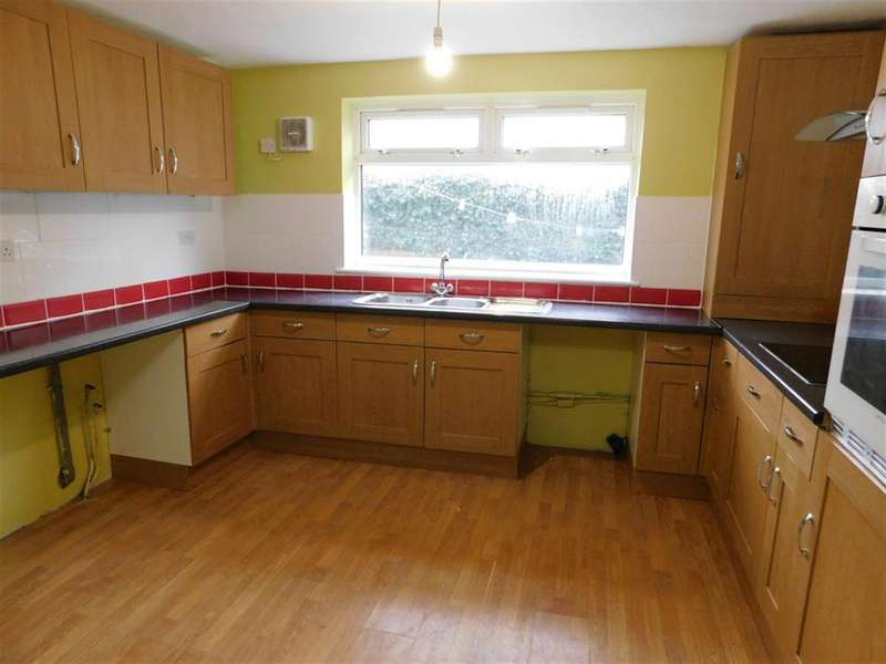 3 Bedrooms Semi Detached House for sale in Alexandra Road, Skegness, PE25 3QY