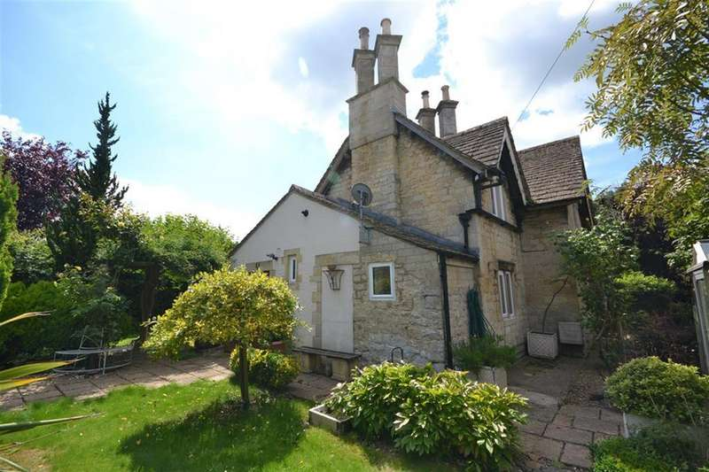 3 Bedrooms Detached House for sale in Dursley, Gloucestershire