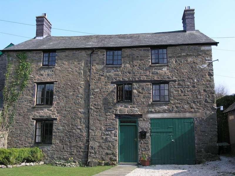 5 Bedrooms Detached House for sale in Glyndwr House, Llanbrynmair, Montgomeryshire, SY19 7AA