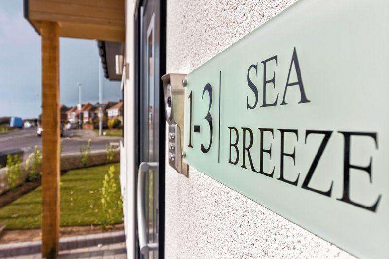 2 Bedrooms Apartment Flat for sale in Sea Place, Goring By Sea
