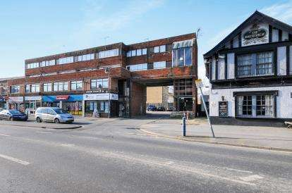 1 Bedroom Flat for sale in High Street, Waltham Cross, Hertfordshire
