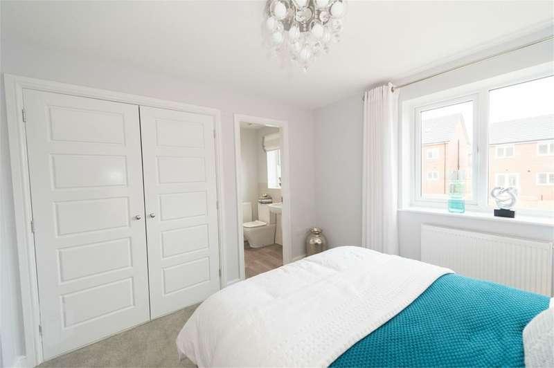3 Bedrooms Semi Detached House for sale in Vicarage Gardens, Platt Bridge, Wigan, WN2