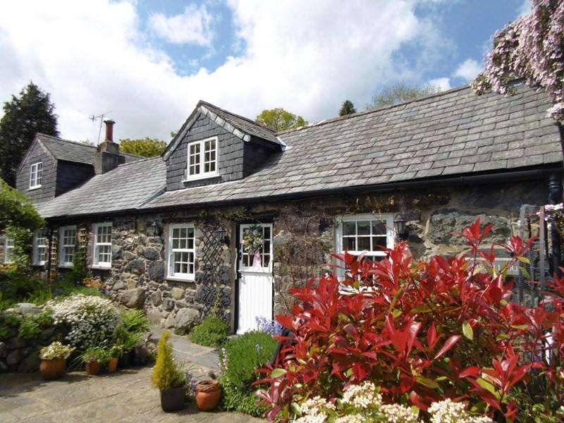 3 Bedrooms Cottage House for sale in Pistyll Du, Rowen