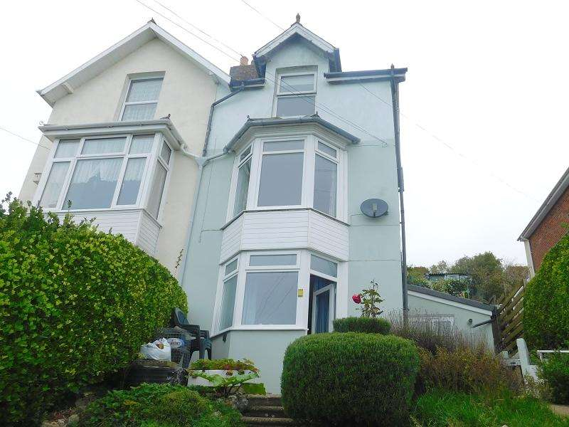 2 Bedrooms Maisonette Flat for sale in Gills Cliff Road, Ventnor, Isle Of Wight. PO38 1AD