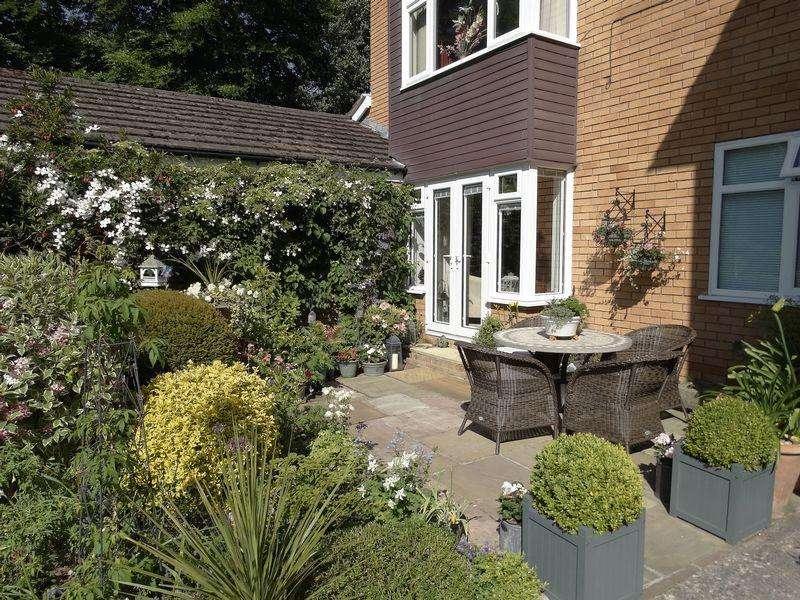 2 Bedrooms Ground Flat for sale in Woodlea Gardens, Ebberston Road West, Colwyn Bay