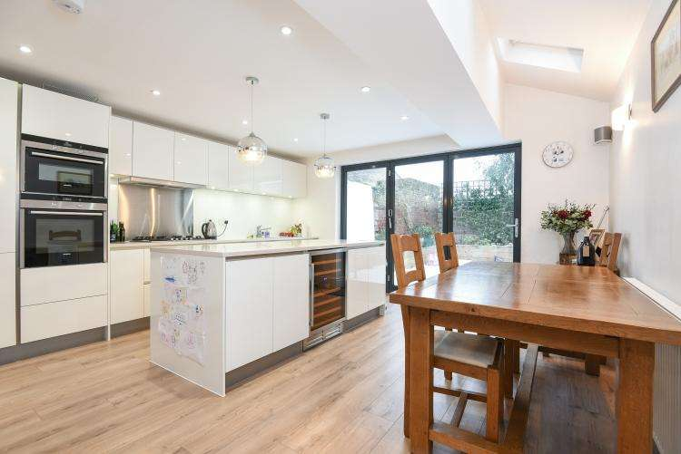 5 Bedrooms House for rent in Ravenswood Road Balham SW12