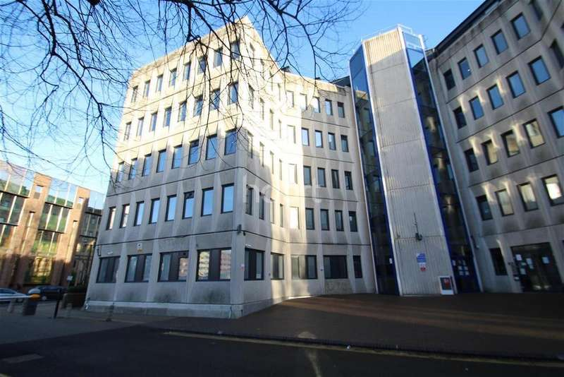 2 Bedrooms Flat for rent in Touthill Place