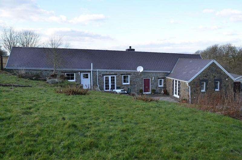 3 Bedrooms Land Commercial for sale in Fern Cottage , Tavernspite, Whitland, Carmarthenshire. SA34 0NJ