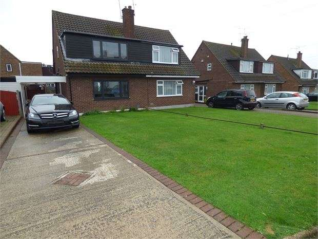 3 Bedrooms Semi Detached House for sale in Woodlow, Thundersley, Thundersley, SS7 3RL